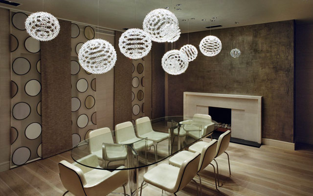 Cómo colocar lámparas colgantes en la mesa del comedor?
