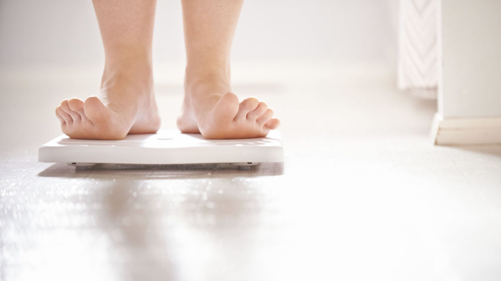 HOW TO USE THE BATHROOM SCALE TO INDICATE YOUR REAL WEIGHT